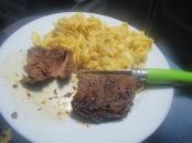 Steak super bon et tendre et bien mariné...et pâtes!