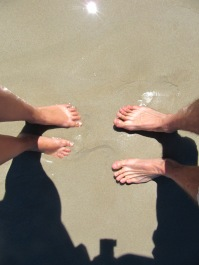 Les pieds dans l'eau transparente...ça fait plaisir!