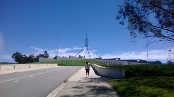 rue sans fin entre la gallery et le Parlement