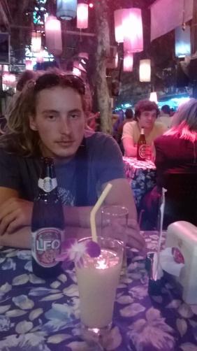 une Leo beer et un fruit shake a la pastèque! Notre rituel du soir