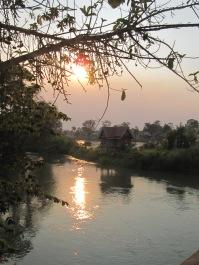 Et encore un coucher de soleil sur le Mékong!
