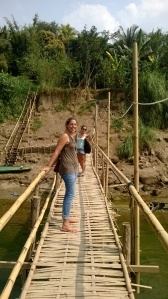 "Passage sur le "" Bamboo bridge """