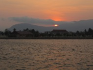 Et un coucher de soleil de plus à Kampot cette fois ci!