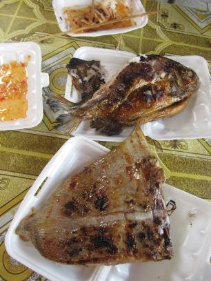 Au menu: Aile de raie, Calamar et poisson inconnu ...un régale!